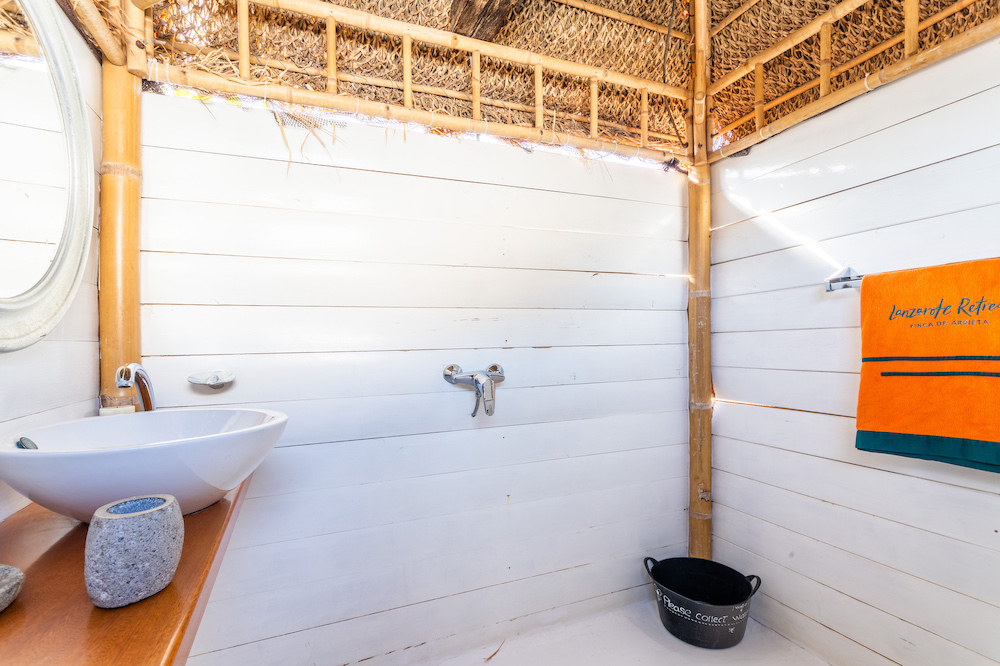 Eco Palm Yurt - Shower Hut
