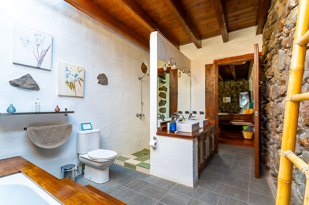 Eco Luxury Farmhouse main bathroom & shower