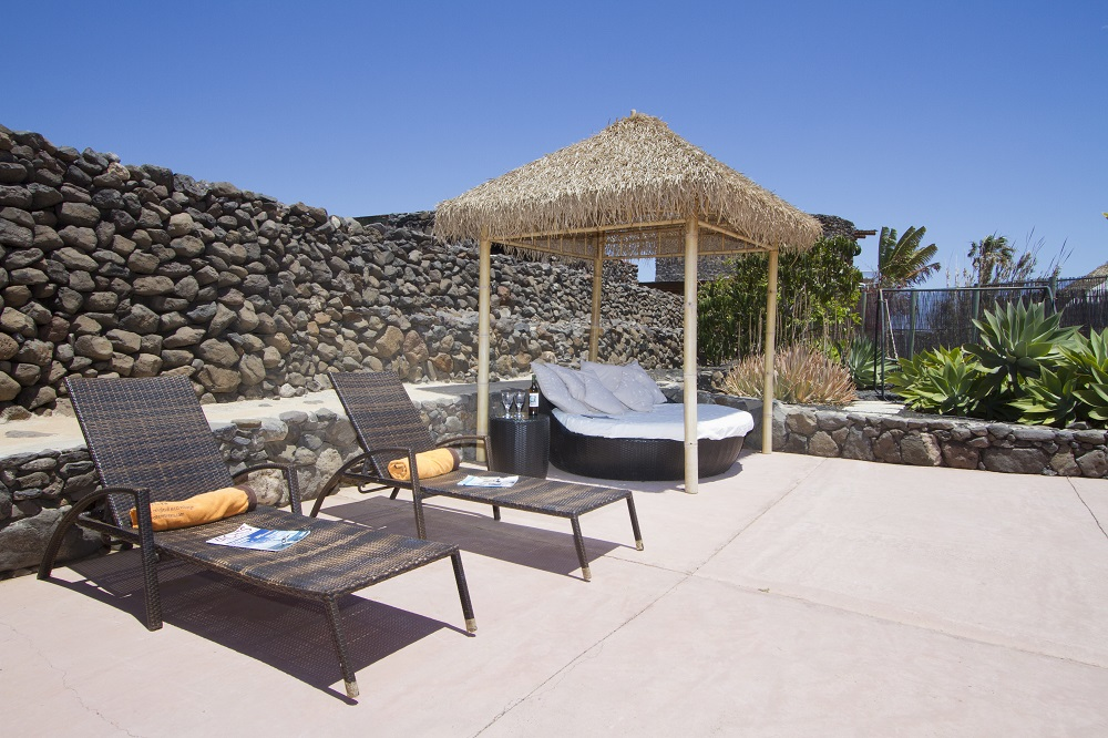 Eco Luxury Villa with sunbeds