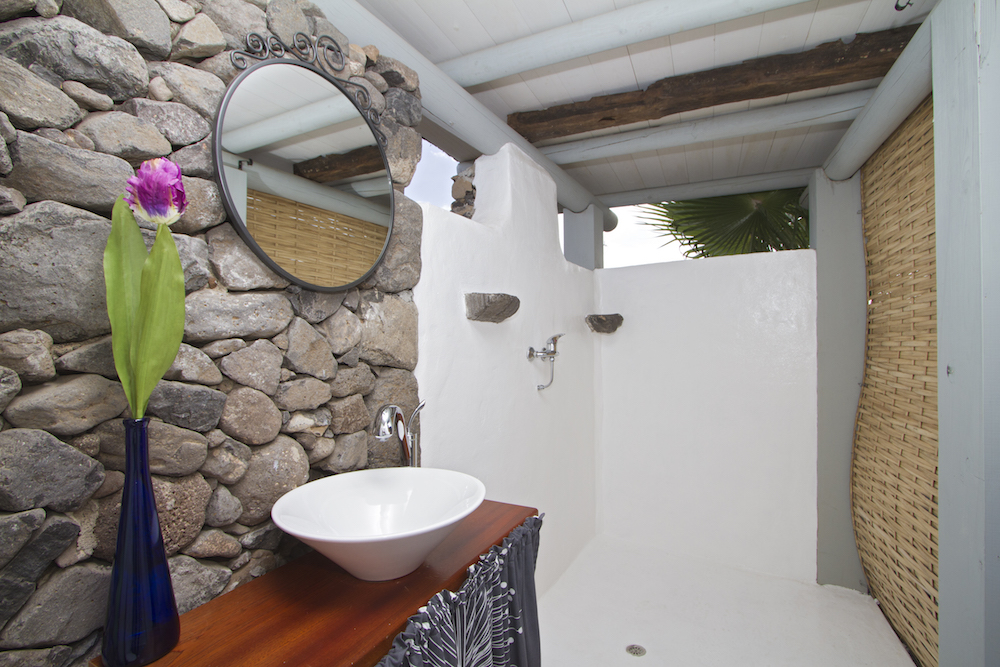 Chiquitita Yurts shower room