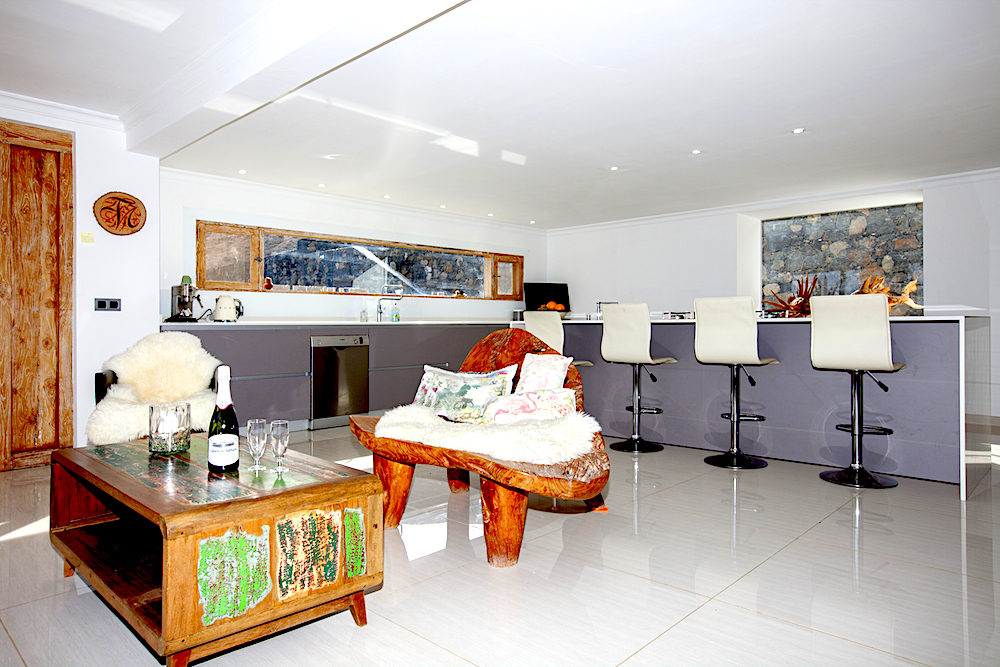 Fully equipped kitchen, island and seating area
