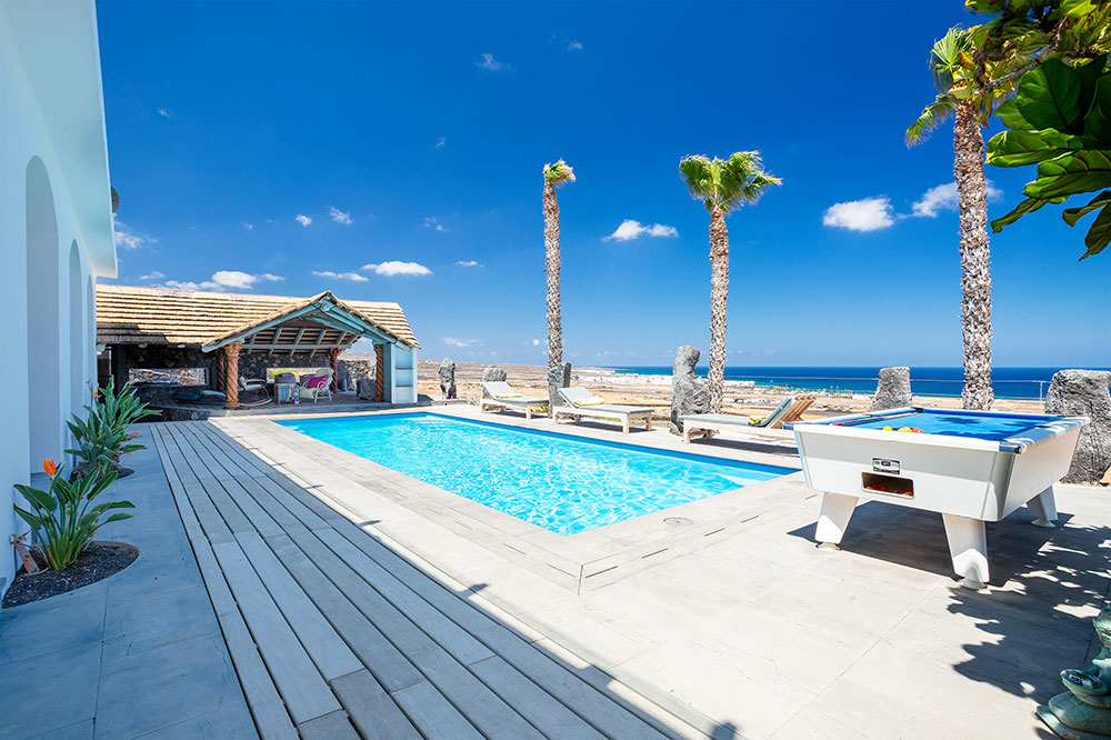 Stunning Pool, Ocean Views and Pool Table